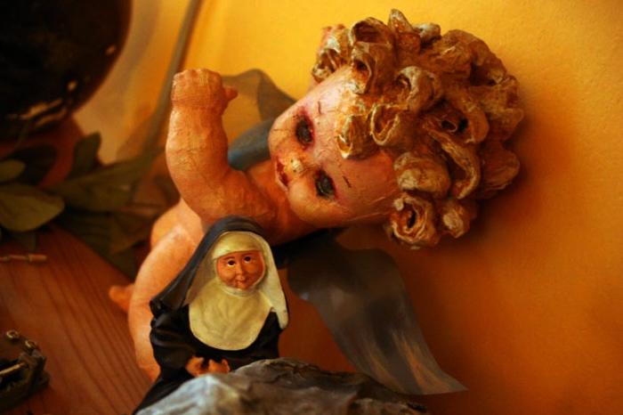 almodovar, entre tinieblas, goldo, masque, statue, étranges, poupée de nonne
