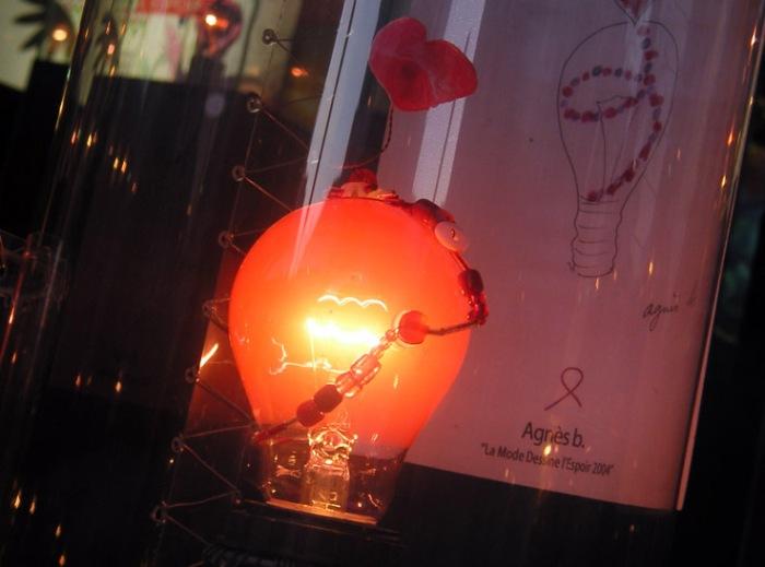 vitrine, Paris, lumière, ampoule, Agnes b,