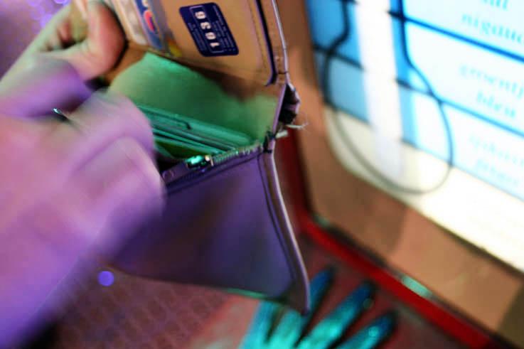 main, portefeuille, foire de liège, photo dominique houcmant, goldo graphisme
