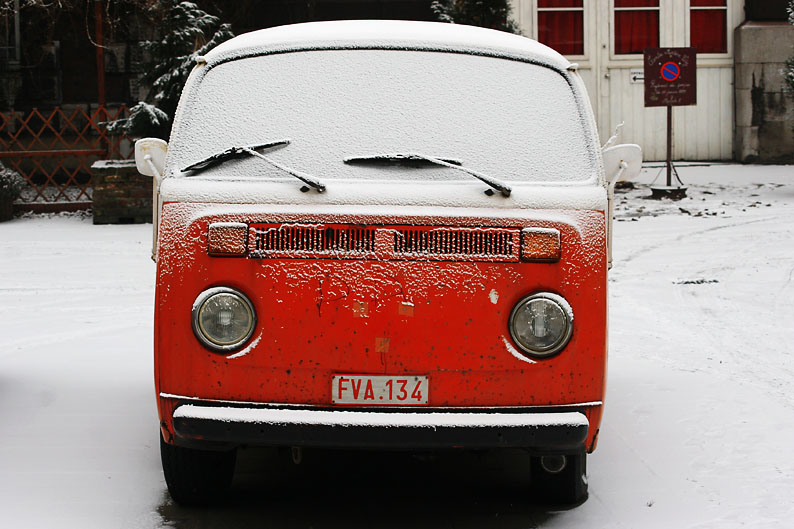 photo combi vw rouge sous la neige, photo dominique houcmant, goldo graphisme