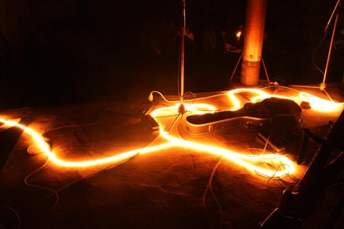 scène, lumière, étui à guitare, photo dominique houcmant