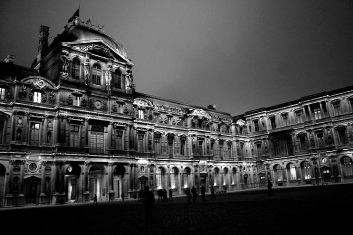 cour intérieure du Musée du Louvre à Paris, photo dominique houcmant, goldo graphisme