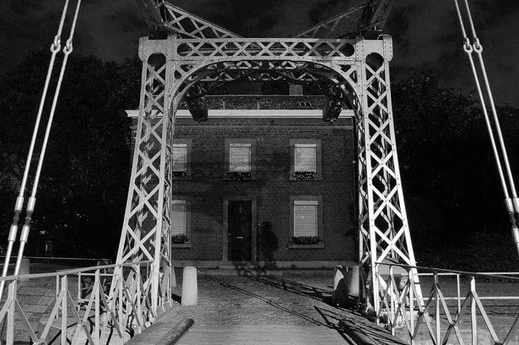 le canal de l'ourthe à Liège, le pont-levis des Aguesses et la maison du garde-barrière, photo dominique houcmant, goldo graphisme