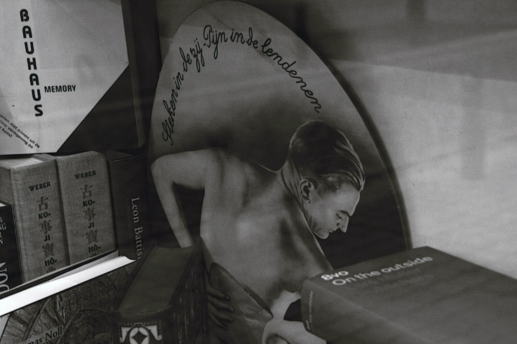 bauhaus memory, livre, bouquiniste, vitrine Bruxelles, photo dominique houcmant, goldo graphisme