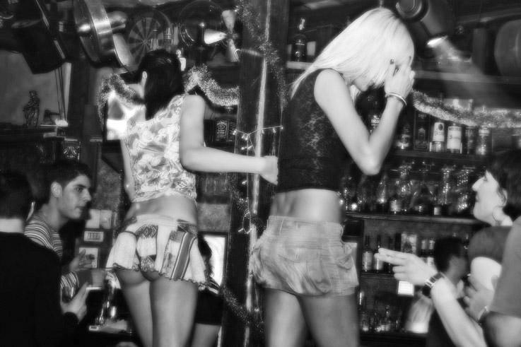 night in bucharest, bar dancer, romanian girls, danseuse de bar, bucarest, roumanie, photo dominique houcmant, goldo graphisme