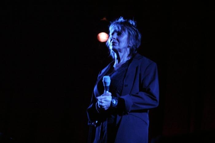 Christiane Stefanski, concert au cinéma Le Parc à Liège, jeudi 19 avril 2007, photo dominique houcmant, goldo graphisme