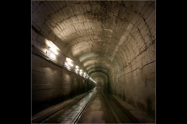 tunnel, passage, Carrières et Fours à Chaux Dumont Wautier, La Mallieue, Saint-Georges-sur-Meuse, photo dominique houcmant
