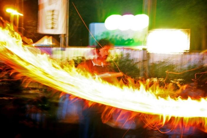 la roue de feu d'Alain De Clerck au festival Les Ardentes 2007, Liège, © photo dominique houcmant