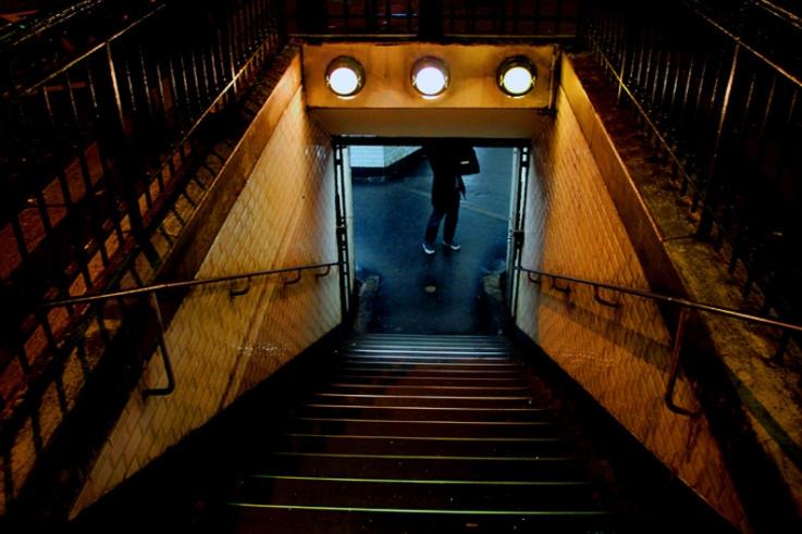 silouette, homme, escaliers de parking souterrain, Saint-Germain-des-Prés, Paris, photo dominique houcmant, goldo graphisme