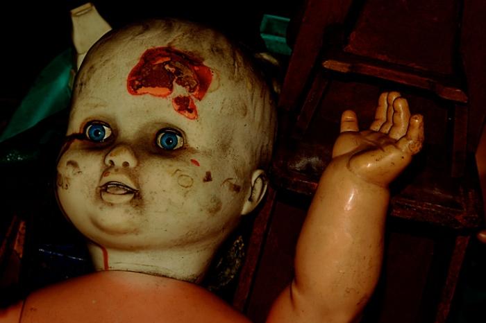 bloody doll, poupée sanglante, tête, © photo dominique houcmant
