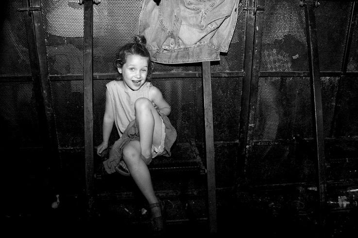 enfant, petite fille, fillette, spectatrice, spectator, child girl, festival, les Ardentes, photo dominique houcmant, goldo graphisme
