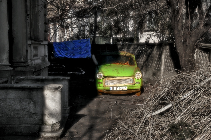 Trabant, classic car, voiture, Bucarest, Roumanie, Bucharest, photo dominique houcmant, goldo graphisme