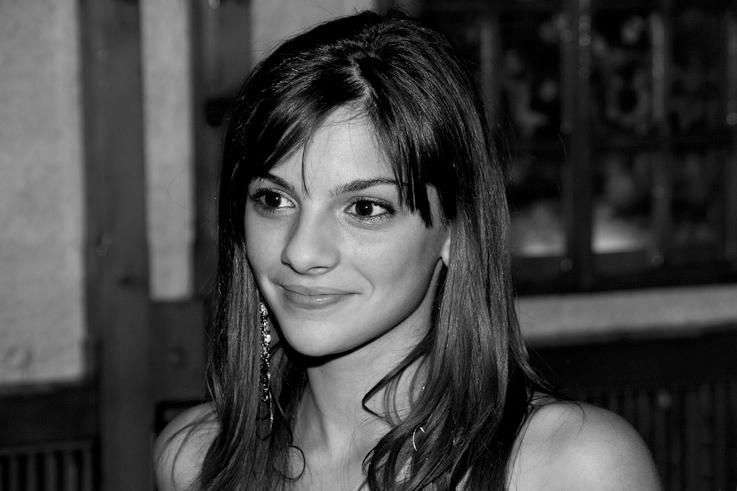 portrait jolie fille roumaine, beautiful romanian girl, photo dominique houcmant, domnisoara, goldo graphisme