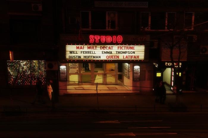 cinema Studio, Bucuresti Romania, Bucarest Roumania, enseigne lumineuse, photo dominique houcmant, goldo graphisme