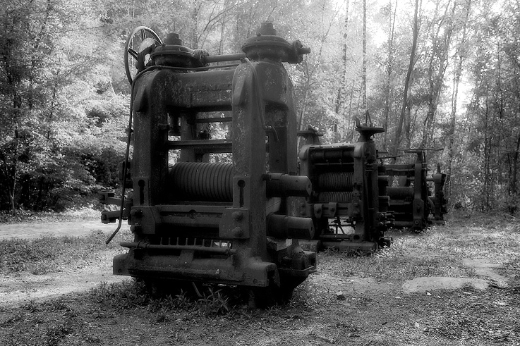 alignement de machines anciennes, charbonnage du Bois du Cazier, Marcinelle, musée, coal mine, colliery, museum, Belgium © photo dominique houcmant