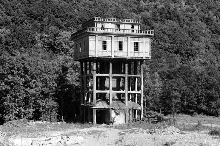 tour du filtre à eau, anciennes papeteries Godin à Marchin, urbex, water filter tower, paper mill, © photo dominique houcmant