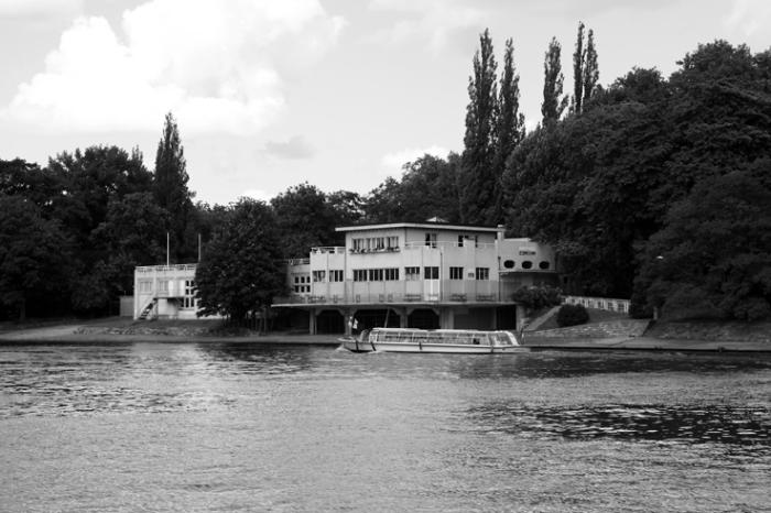 architecture, batiment des sports nautique dans le Parc de la Boverie à Liège, © photo dominique houcmant