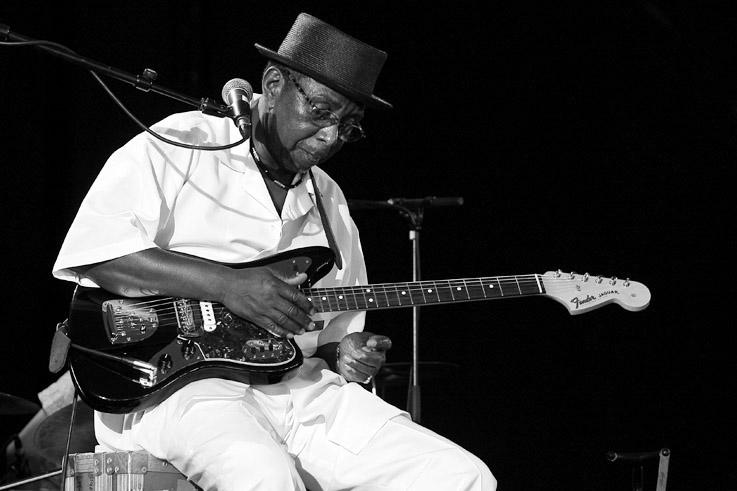 Wes Mackey, blues, bluesman, concert, live, Comblain Jazz Festival, 2009, foto, photo dominique houcmant, goldo graphisme