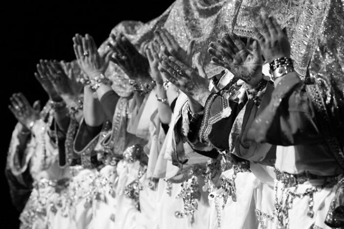 femmes berbères, chleuhs, Tafraout, maroc, danse et chant, Ahwach, Ahouach, Morroco, Caserne Fonck, Liège, festival des voix de femmes, © photo dominique houcmant