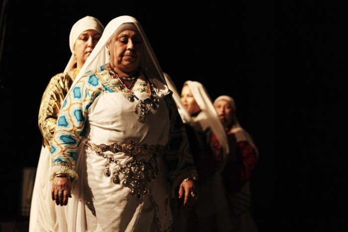 femmes berbères, chleuhs, Tafraout, maroc, danse et chant, Ahwach, Morroco