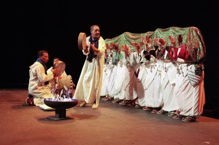 groupe des femmes Addal de Tafraout, maroc, danse et chant, Ahwach, Ahouach, Morroco, Caserne Fonck, Liège, festival des voix de femmes, © photo dominique houcmant