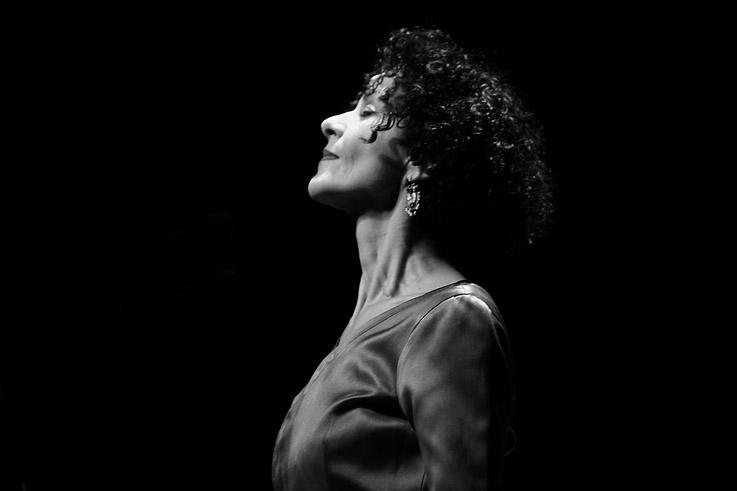 Angélique Ionatos, Grèce, chant, Aggelikí Ionátou, concert, live, Caserne Fonck, Liège, festival des voix de femmes, © photo dominique houcmant