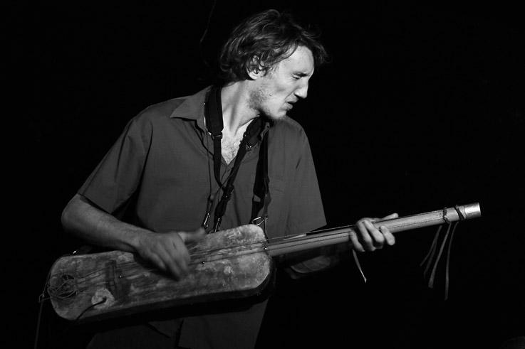 Grégoire Tirtiaux, musicien, jazz, guembri, gembri, gnawa, concert, live, nuits du paradoxe, caserne Fonck, © photo dominique houcmant