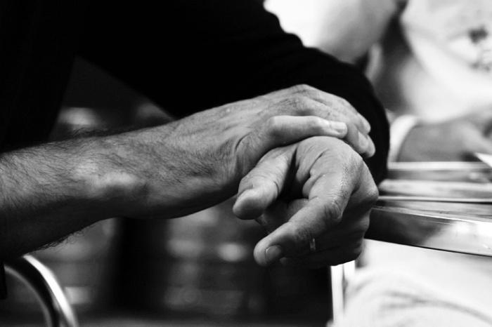 mains d'hommes, man hands, © photo dominique houcmant