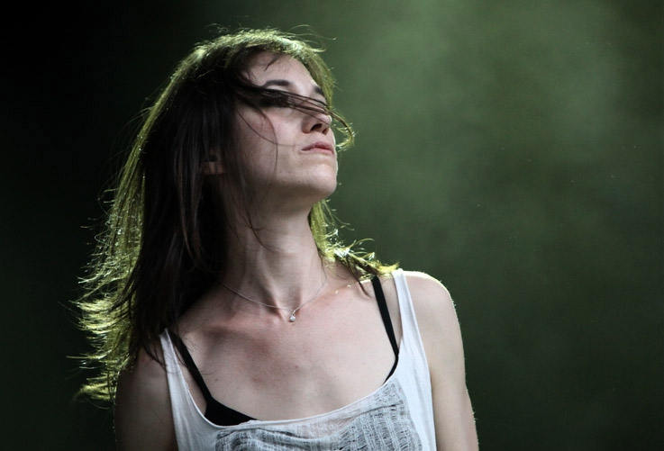 Charlotte Gainsbourg, live, concert, music, Festival les Ardentes, Liège 2010, foto, photo dominique houcmant, goldo graphisme