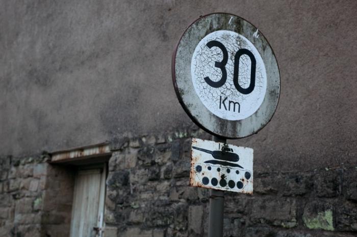 char d'assaut, tank, signal, panneau de signalisation, photo dominique houcmant, goldo graphisme