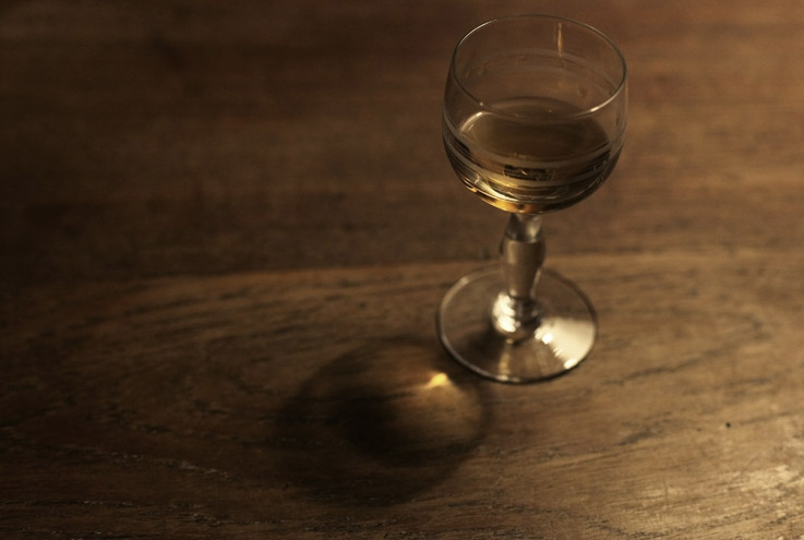 verre d'alcool, alcohol glass, digestif, pousse-café, brandy,photo dominique houcmant, goldo graphisme