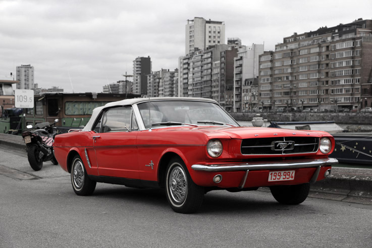 red Ford Mustang rouge cabriolet, convertible, auto, voiture, classic car, © photo dominique houcmant