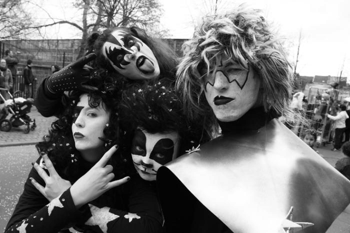 photo carnaval des patates, quartier Nord, Saint-Léonard, Liège, déguisements groupe Kiss, photo dominique houcmant, goldo graphisme
