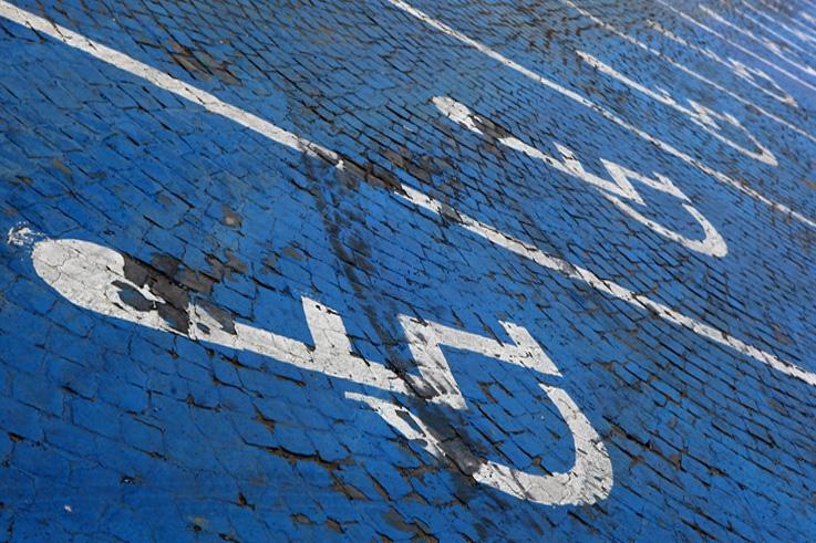 stationnement réservé aux personnes handicapées, handicapped parking spaces, logo, pictogramme, photo dominique houcmant, goldo graphisme