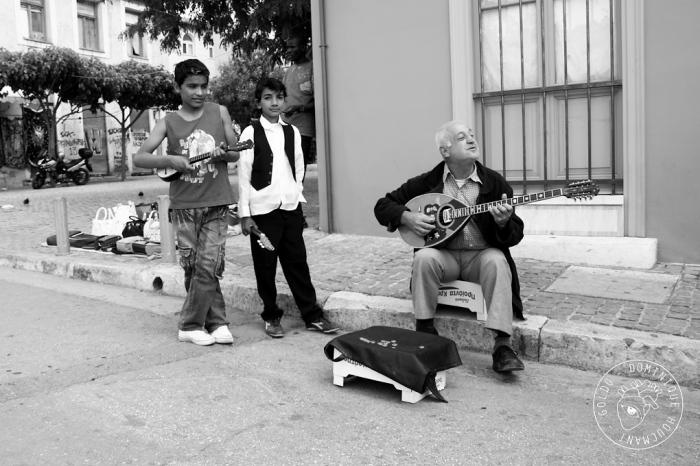 joueur de bouzouki, musicien de rue, athenes, grèce, bouzouki player, street musician, athens , greece, photo dominique houcmant, goldo