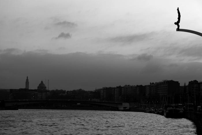ville de Liège, la Meuse, le plongeur de Ianchelevici, photo dominique houcmant, goldo graphisme