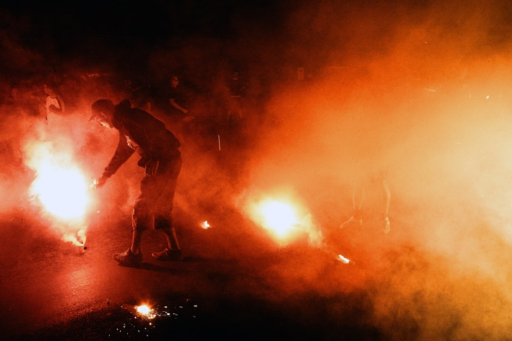 ultras inferno, UI96, supporters, fumigènes, standard de Liège, photo dominique houcmant, goldo graphisme