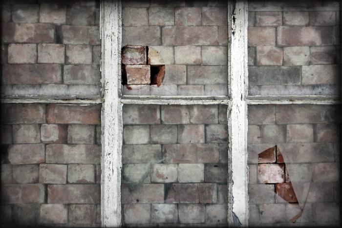 fenêtre aveugle, briques rouges, blind window, red bricks, photo dominique houcmant, goldo graphisme
