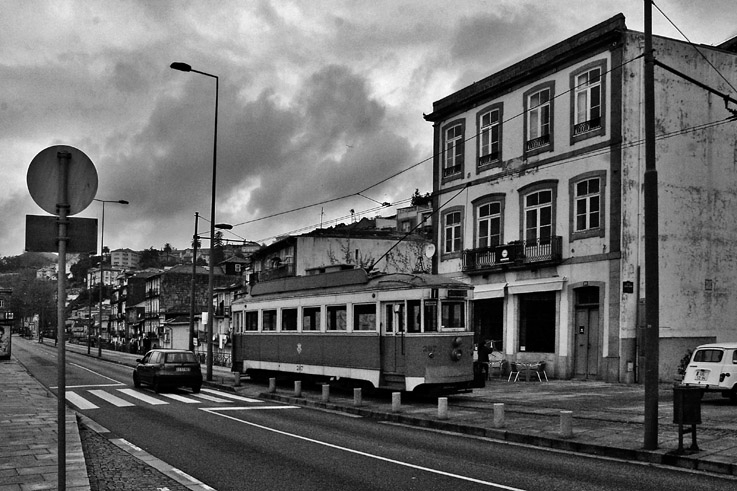 Elétrico porto portugal, tram, tramway, streetcar, photo dominique houcmant, goldo graphisme