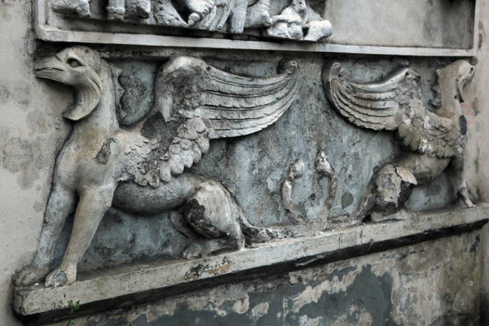 Il grifone, bassorilievo, Roma Italia, rome, griffon bas relief, photo dominique houcmant, goldo graphisme