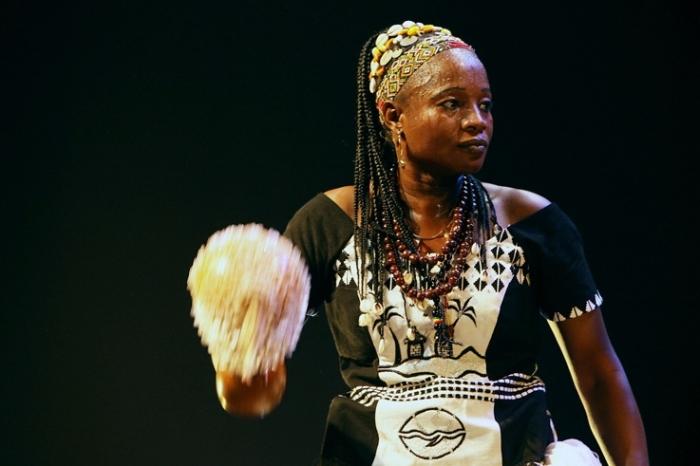Abibou Sawadogo, world music, burkina faso, concert, live, Liège, Caserne Fonck, Liège, festival des voix de femmes, photo dominique houcmant, goldo graphisme