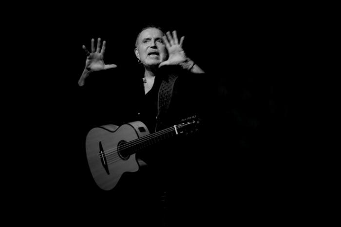Bernard Lavilliers, music, concert, live, festival des libertés, Liège, photo dominique houcmant, goldo graphisme