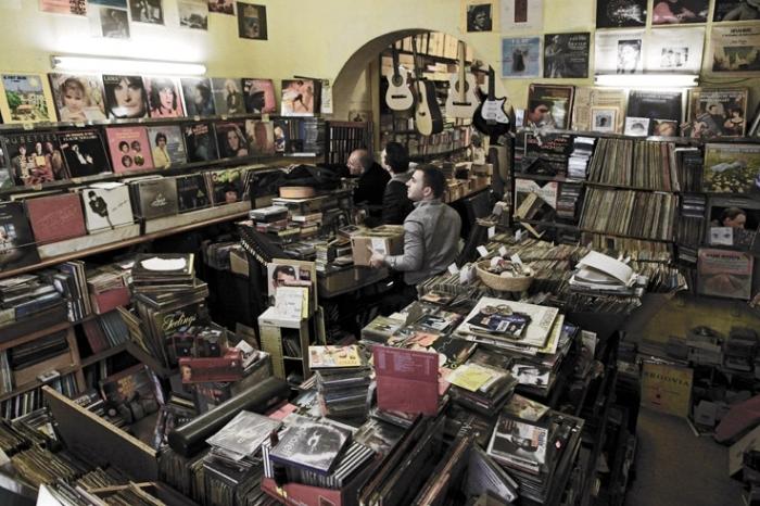 magasin de musique, disques vinyles, cd, instruments, old records shops, vinyl, music, disques duchesne, Liège, photo dominique houcmant, goldo graphisme