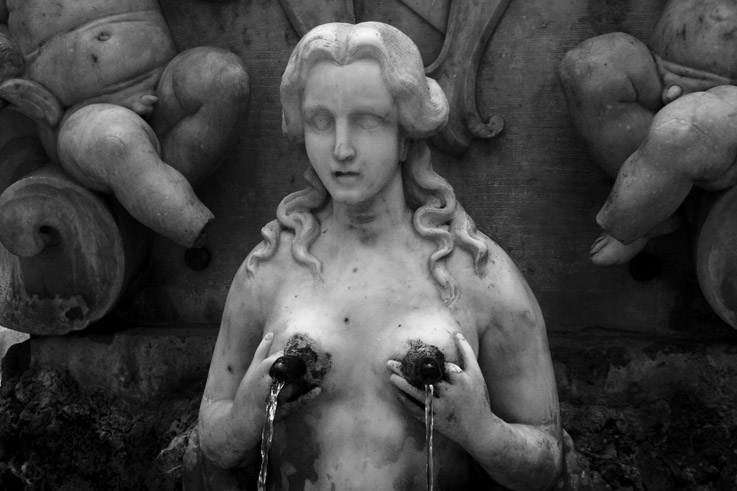 fontana di Sant'Andrea, Fontana del Popolo, Amalfi, femme fontaine, l'eau sort par le bout des seins, Italia, Italie, woman fountain, water flowing out of woman breasts, Italy, © photo dominique houcmant