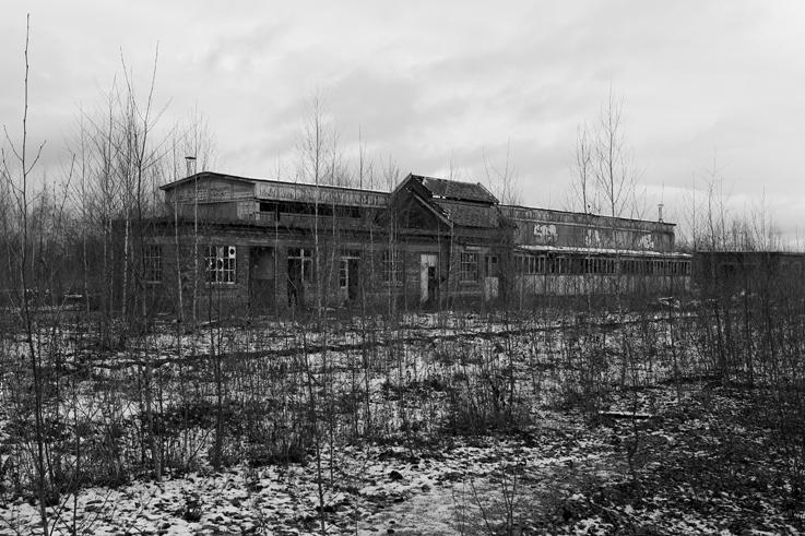 ancienne gare de voroux-goreux, ateliers de réparation des wagons, sncb, atelier de traction, photo dominique houcmant, goldo graphisme