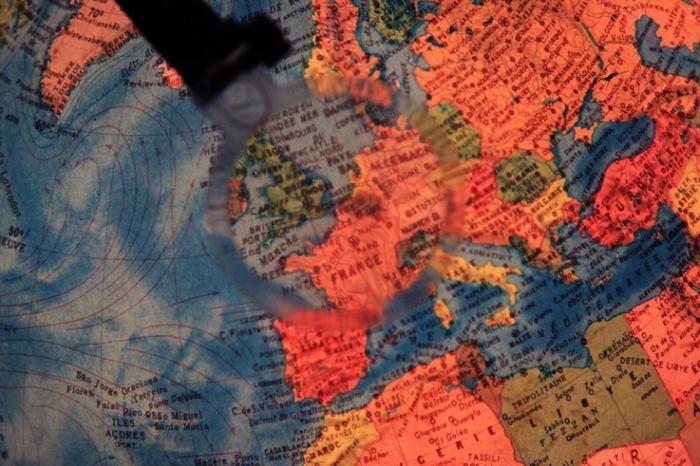 belgique petit pays sur le globe terrestre, small country, Belgium,  photo dominique houcmant, goldo graphisme