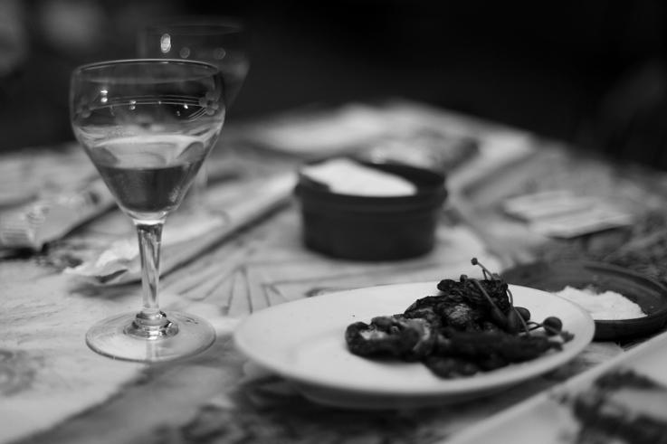 reliefs de repas, table, assiette, verre à vin, leftovers, glass wine, photo dominique houcmant, goldo graphisme