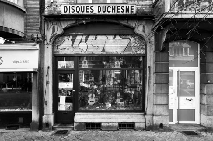 façade et vitrine, magasin de musique, disques vinyles, cd, instruments, old records shops, vinyl, music, disques duchesne, Liège, photo dominique houcmant, goldo graphisme
