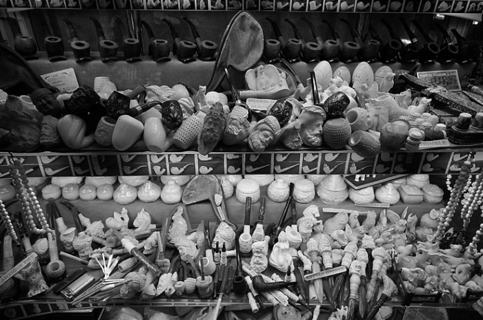 sculptured Eskisehir Meerschaum pipe, pipes sculptées en écume de mer, têtes de turcs, Istanbul Turquie, Turkey, schiuma di mare, espuma de mar pipa, © photo dominique houcmant