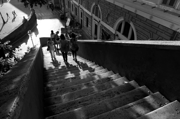 scalinata piazza del Popolo Roma Italia, filles dans les escaliers de la place du peuple, rome, italian girls on stairs, © photo dominique houcmant